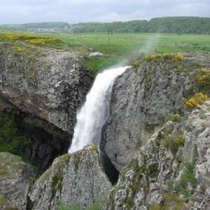 Séjournez au gite chez Léa à Javols et découvrez la cascade du Déroc en Lozère